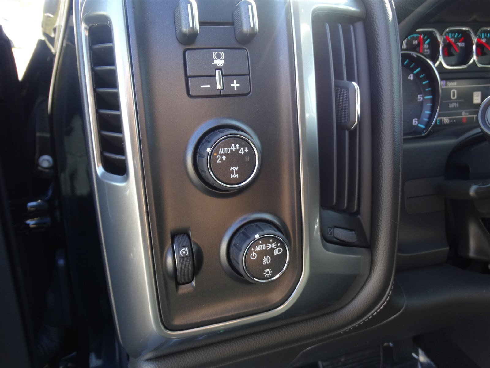 new 2017 chevrolet silverado 1500 ltz 4wd crew cab z71 midnight edition navigation. Black Bedroom Furniture Sets. Home Design Ideas